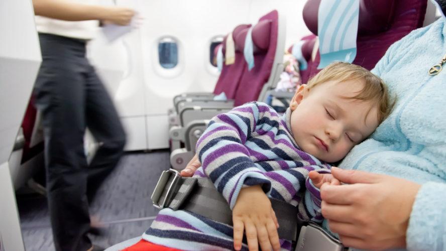 Comment réussir un premier voyage avec bébé?