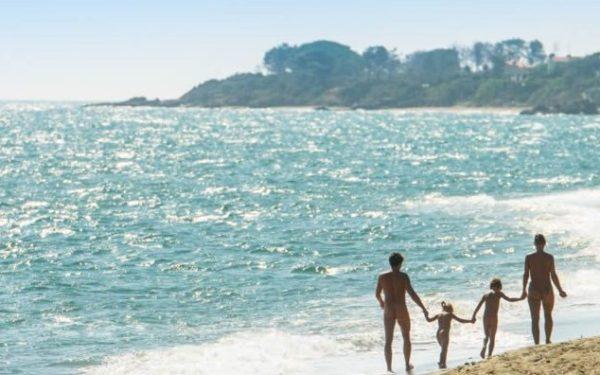 Vacances naturistes : pourquoi pas ?