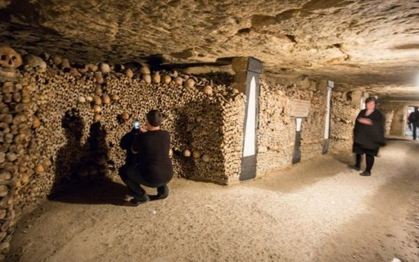 Partir à l'exploration des catacombes de Paris