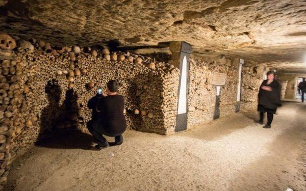 Partir à l'exploration des catacombes de Paris