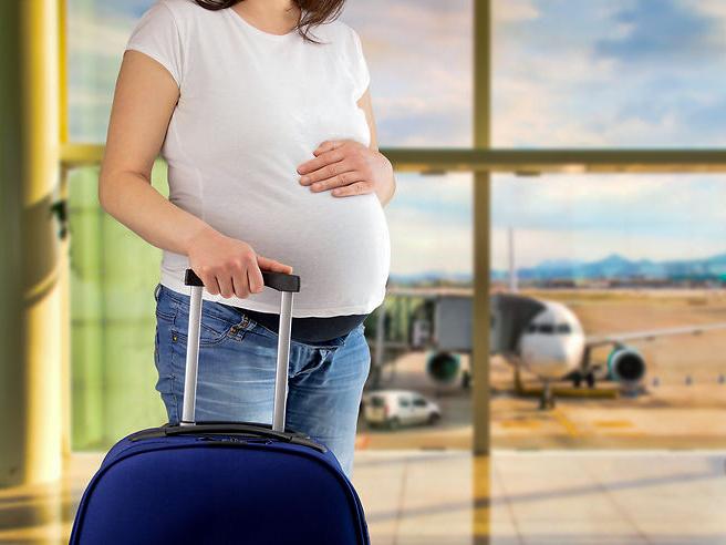 Comment partir en voyage quand on est enceinte ?